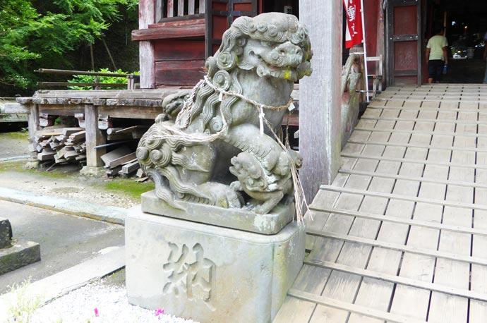 大山寺の狛犬 左