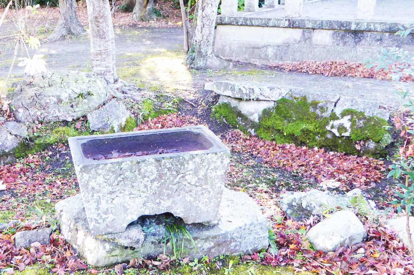 琴平神社の手水石