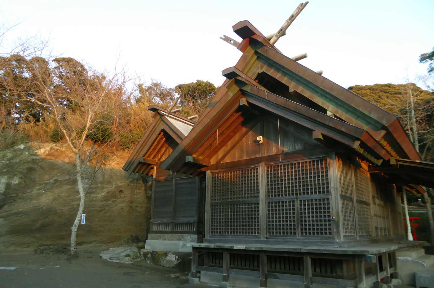 金刀比羅神社の拝殿と本殿の画像