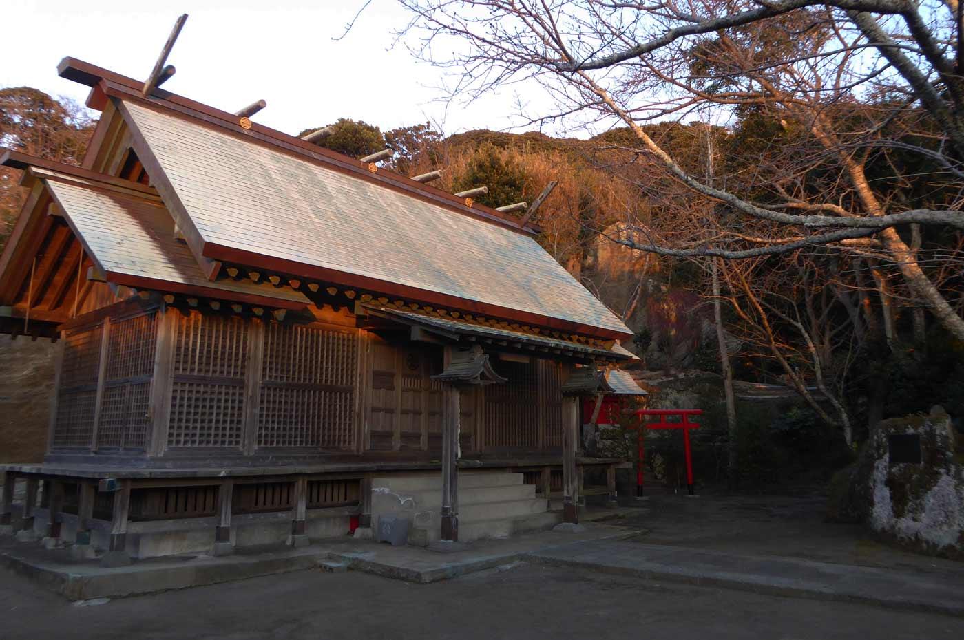 金刀比羅神社拝殿と本殿の画像