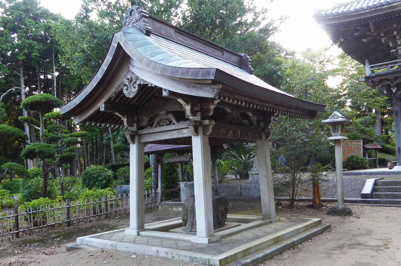 鏡忍寺の手水舎の写真