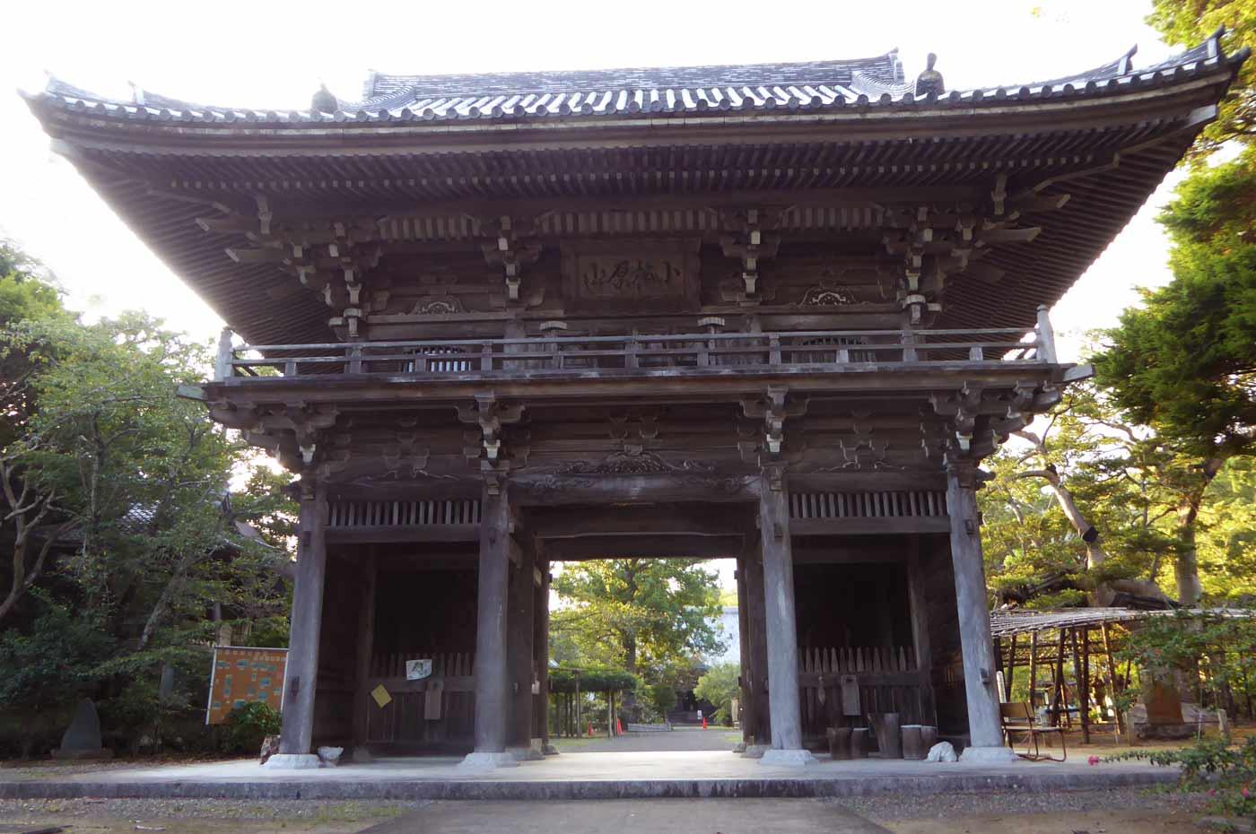 鏡忍寺の仁王門の写真