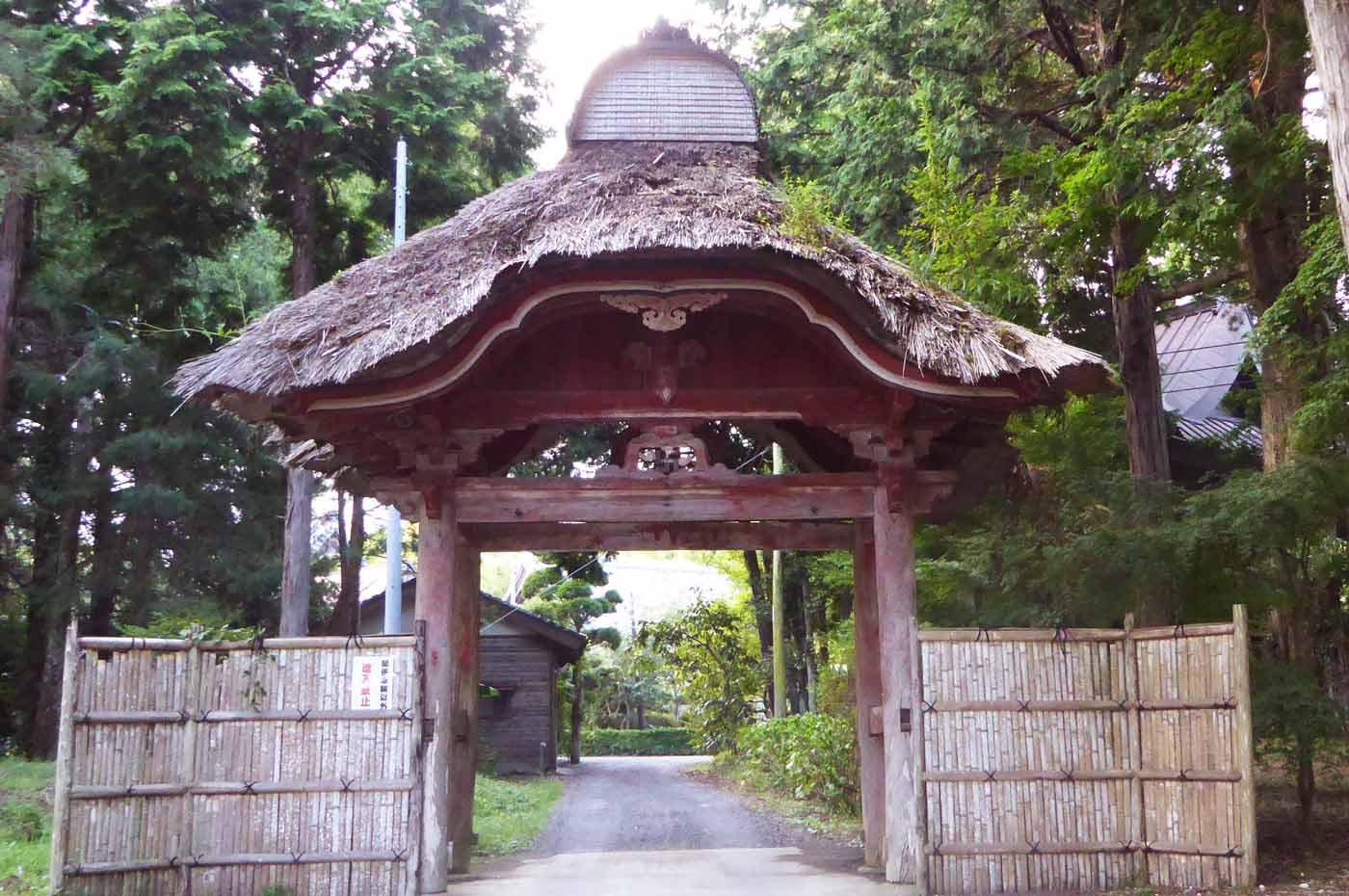 鏡忍寺の唐門