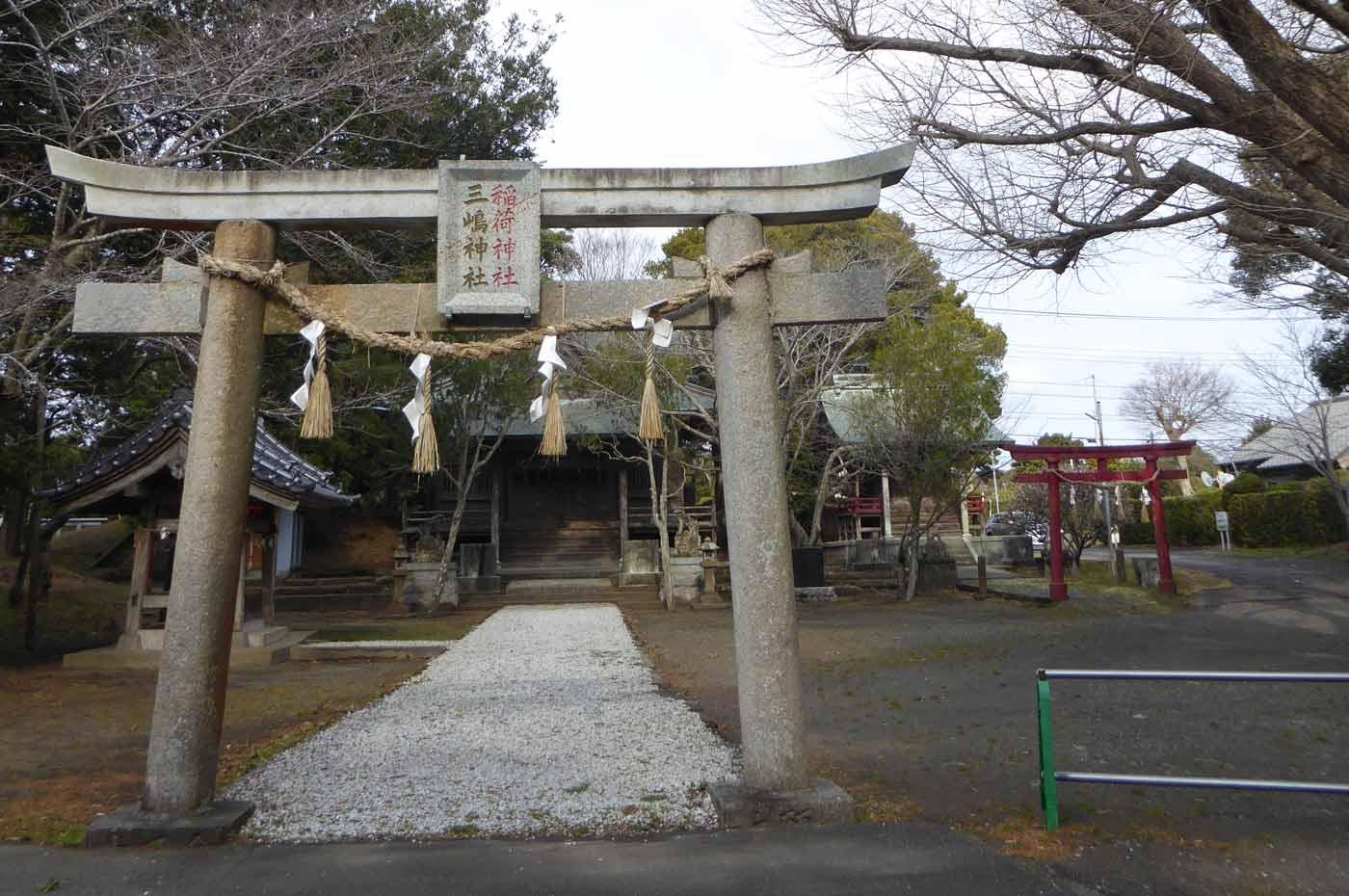 三嶋神社の境内の画像