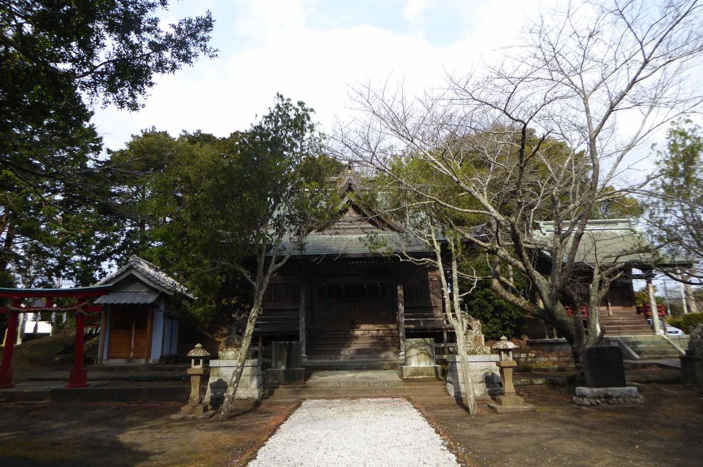 三嶋神社の境内