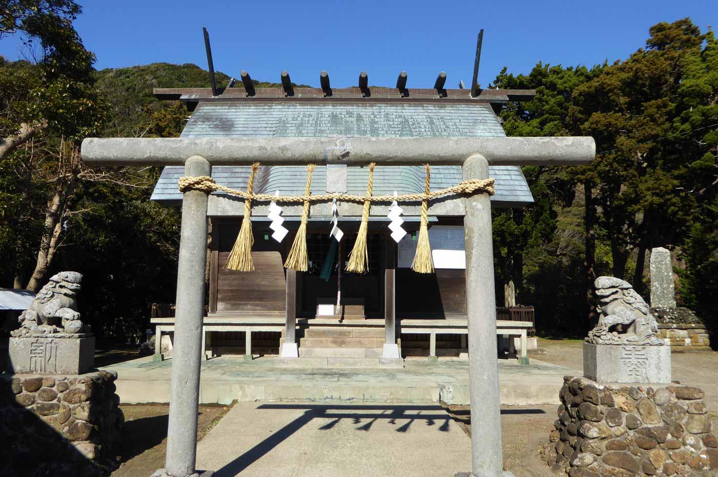三嶋神社拝殿の画像