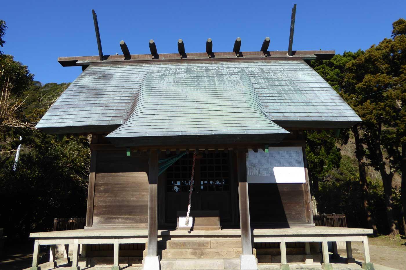 三嶋神社の拝殿の画像