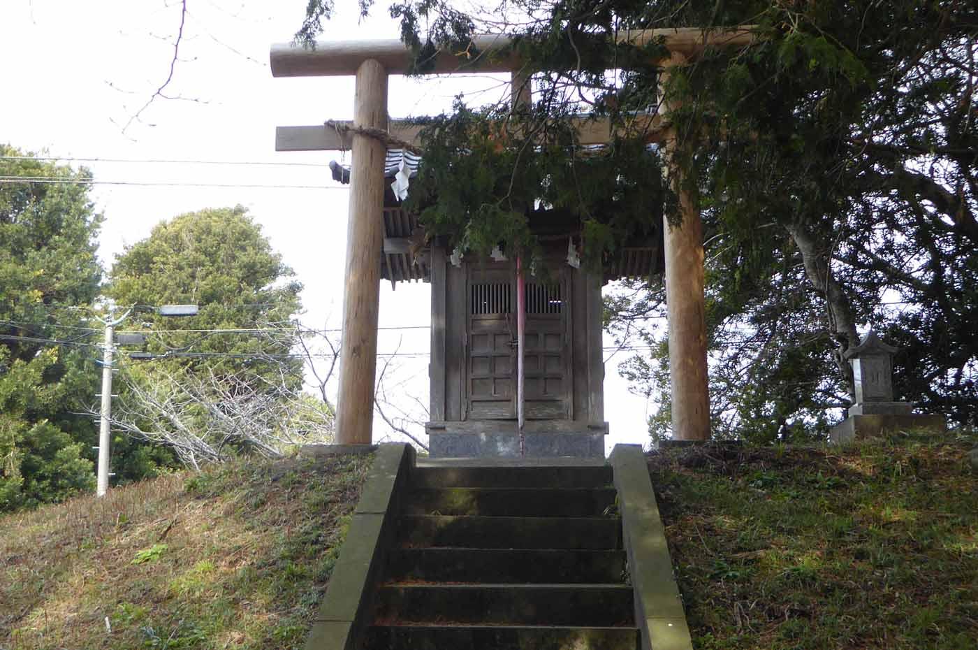 本殿左の浅間神社