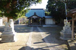御嶽神社境内と拝殿の画像