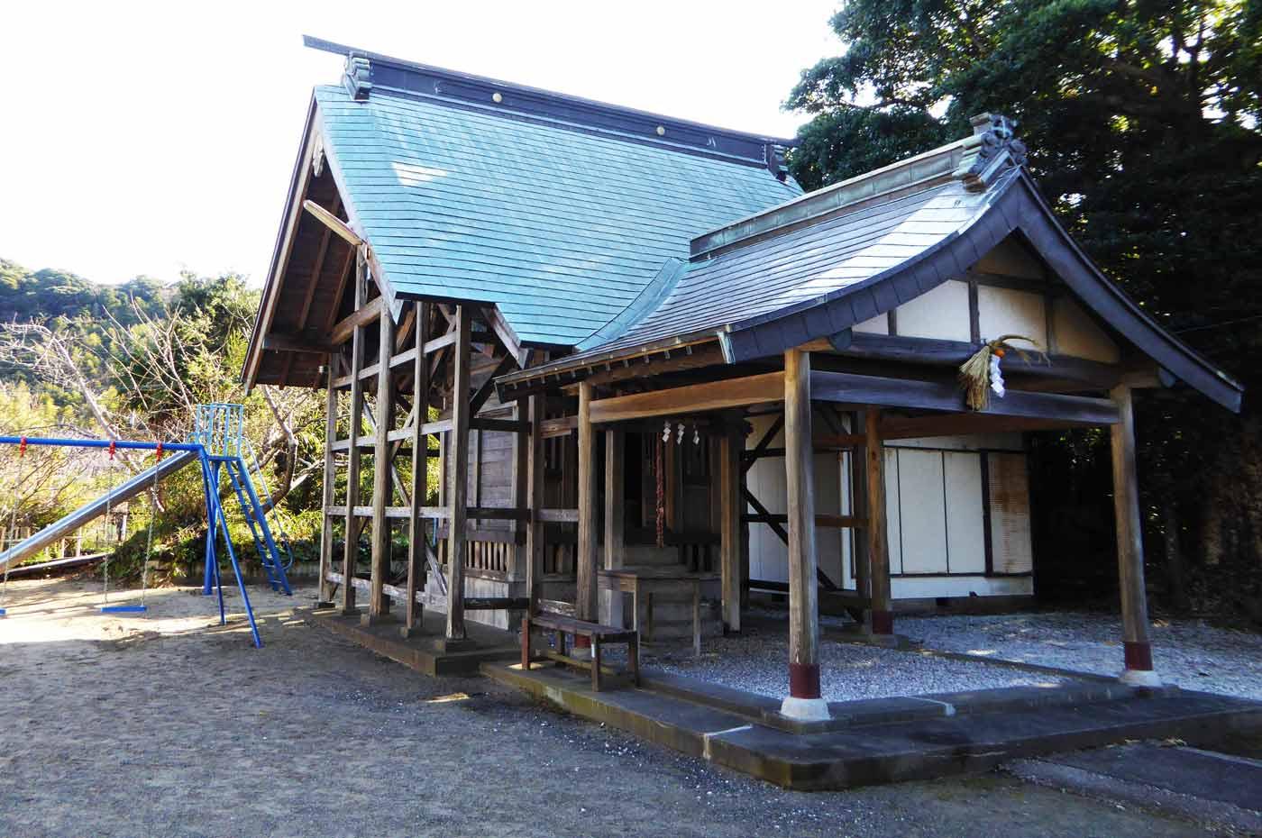 御嶽神社拝殿と本殿の画像