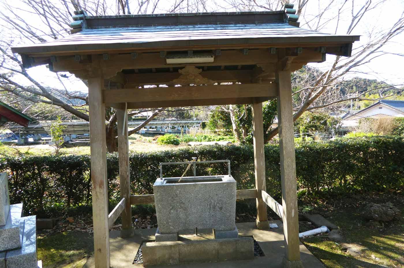 御嶽神社手水舎の画像