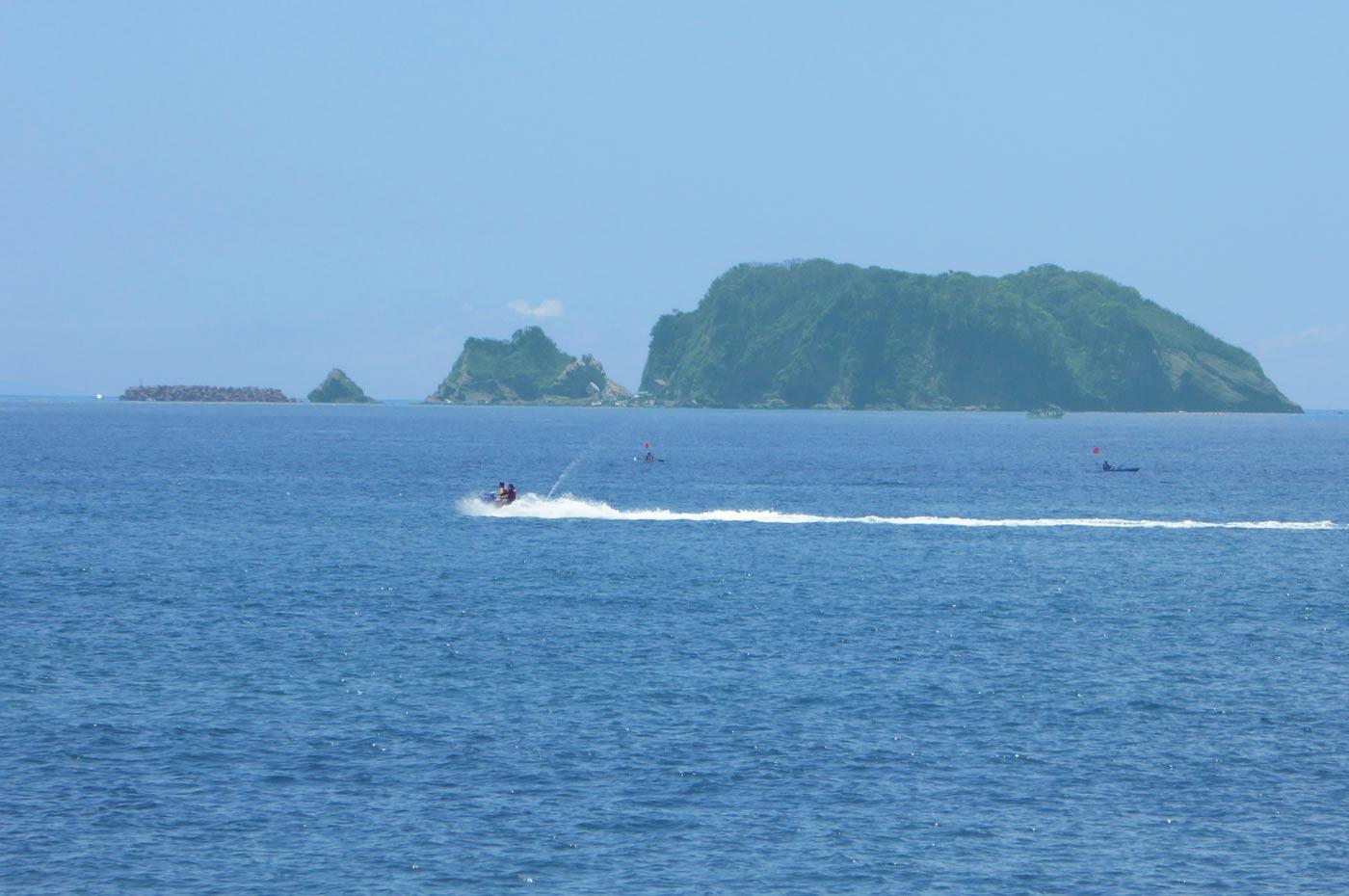 元名海水浴場から見た浮島
