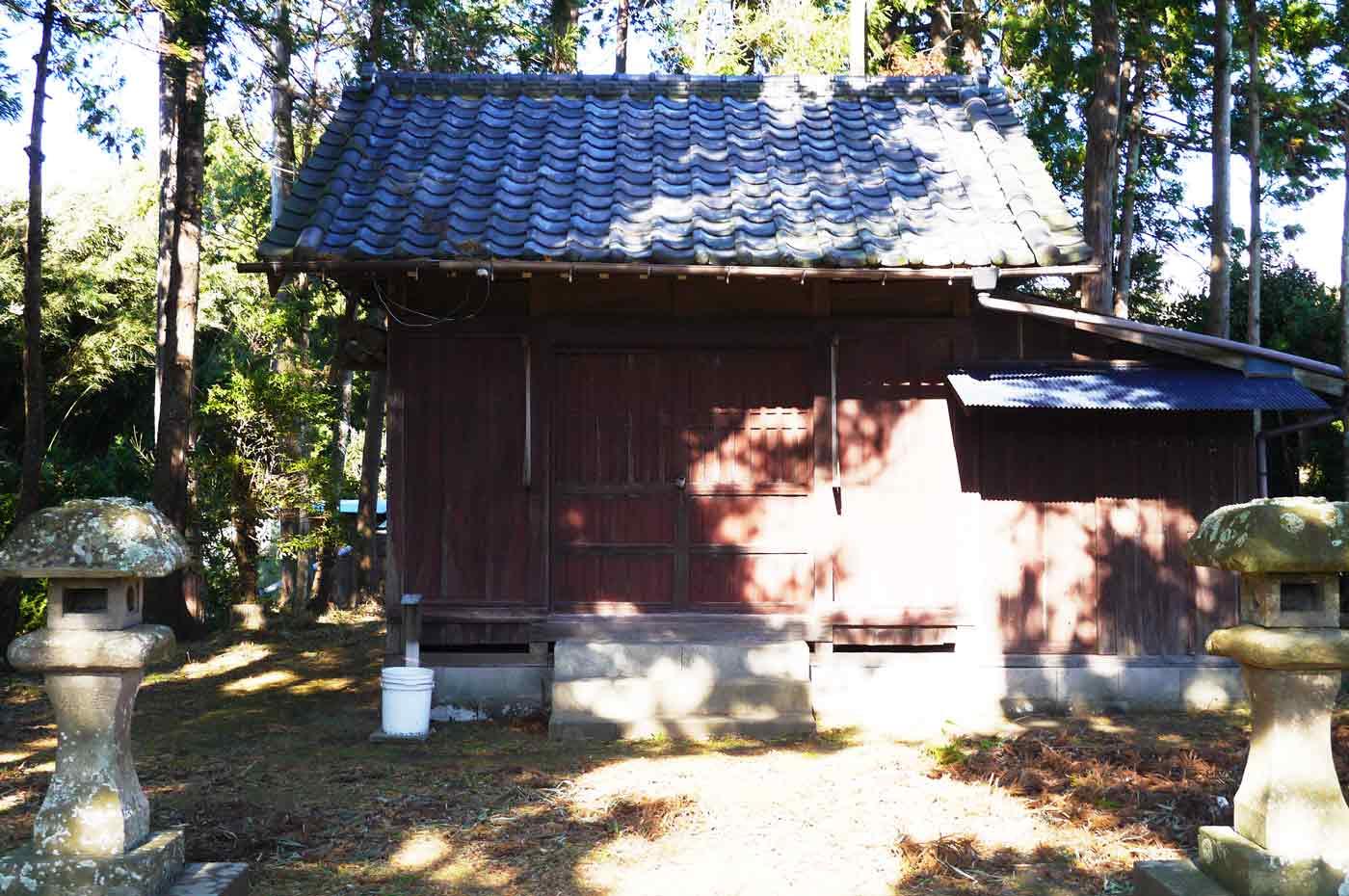 姥神社の拝殿