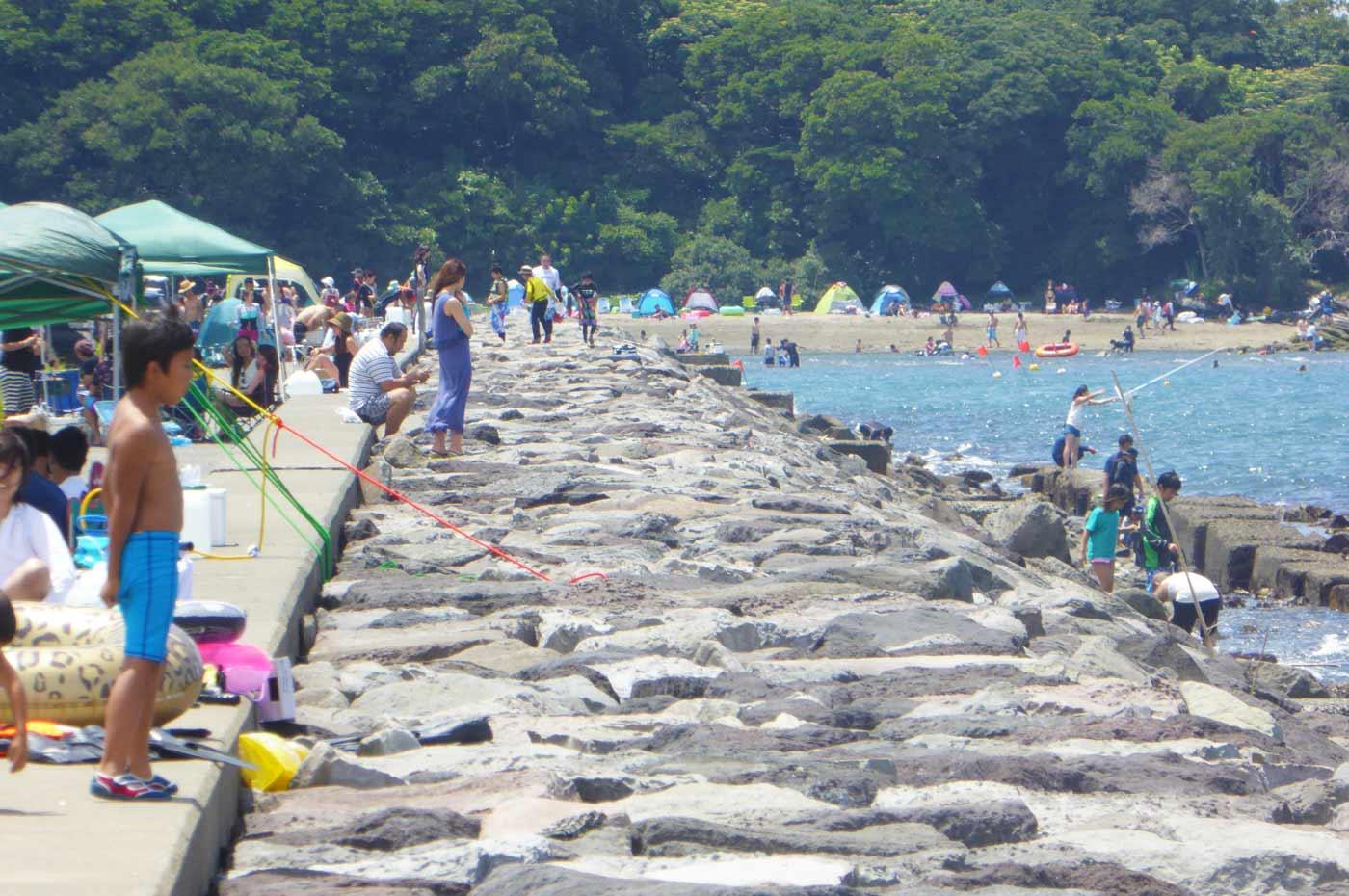 沖ノ島海水浴場横の岩場