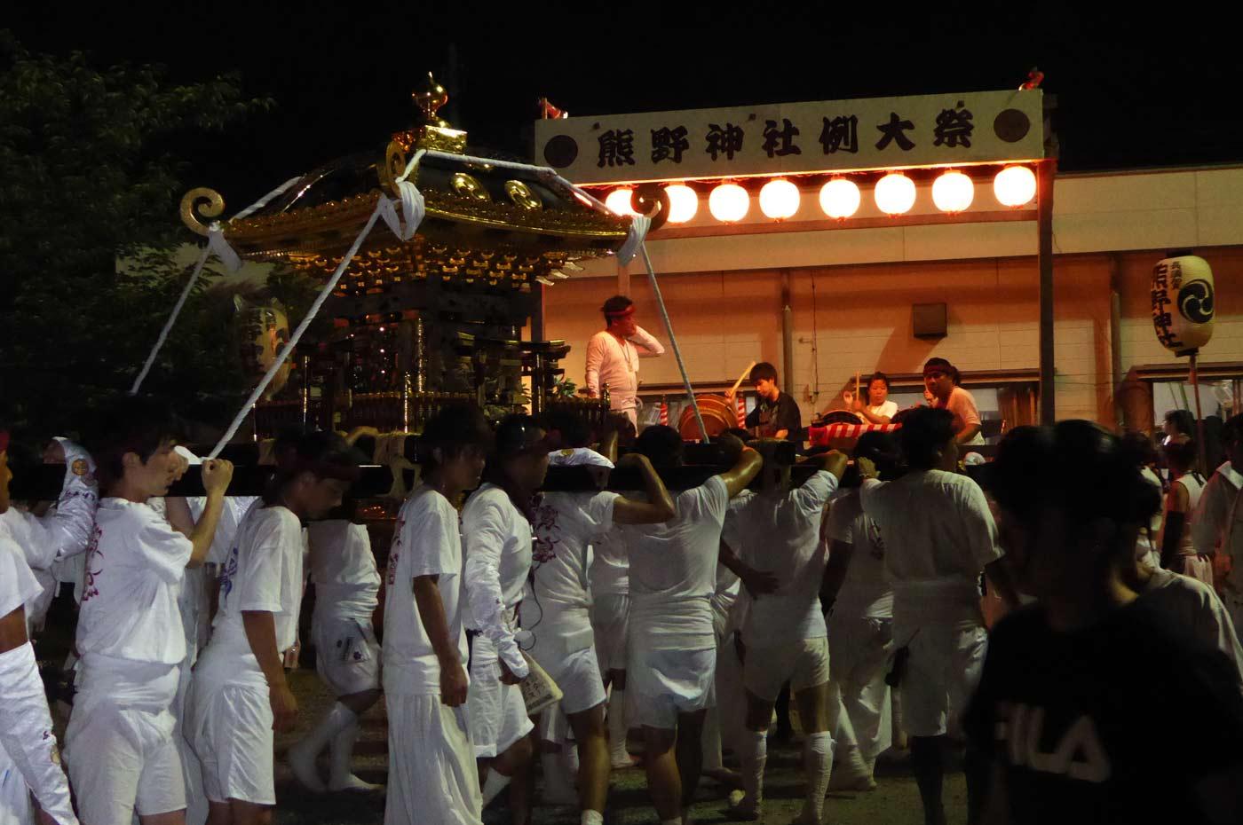 熊野神社の神輿の入祭