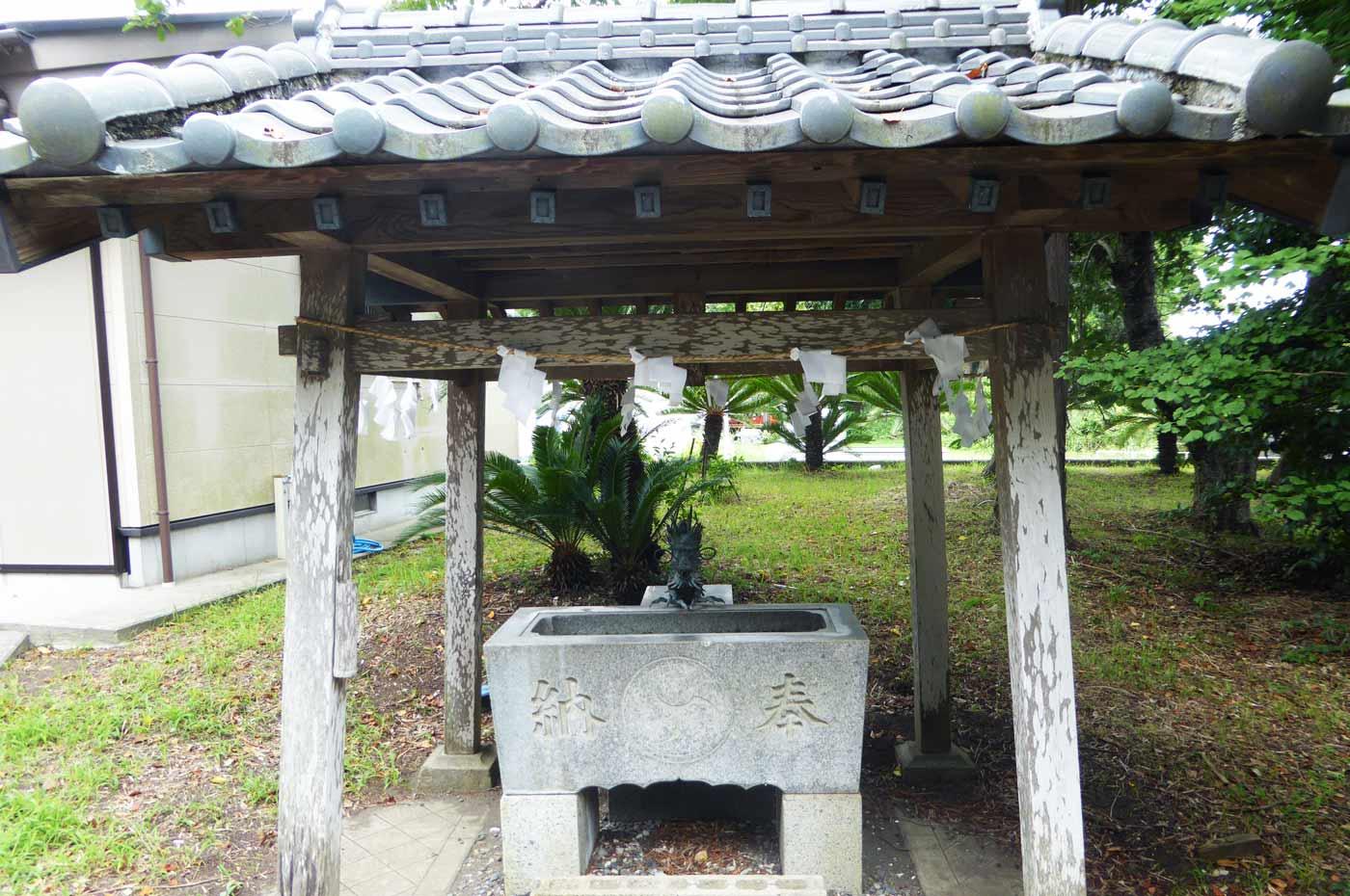 龍神社の手水舎