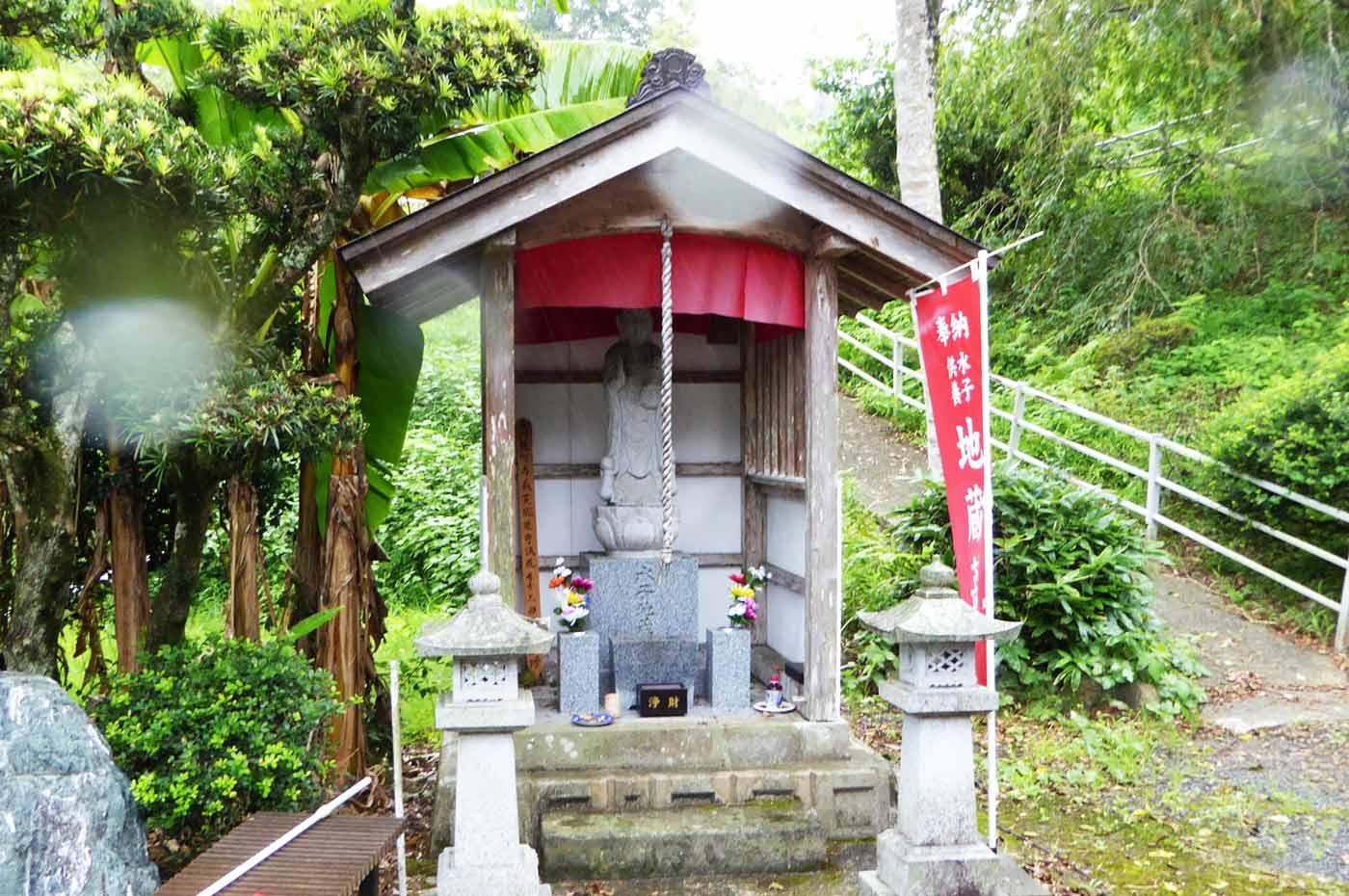龍江寺の水子地蔵尊
