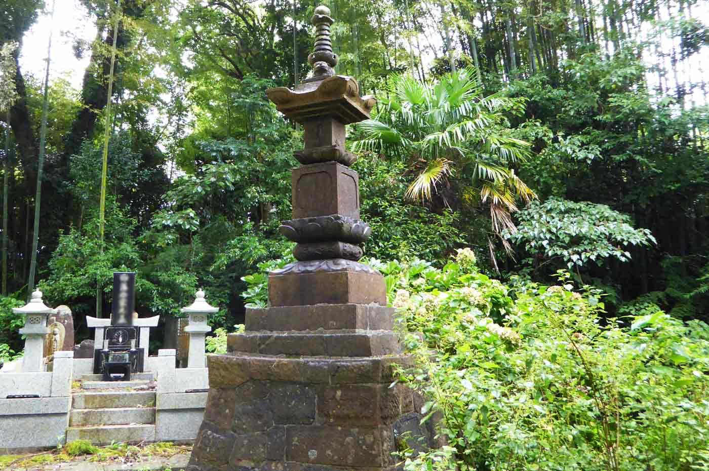 龍江寺の宝篋印塔