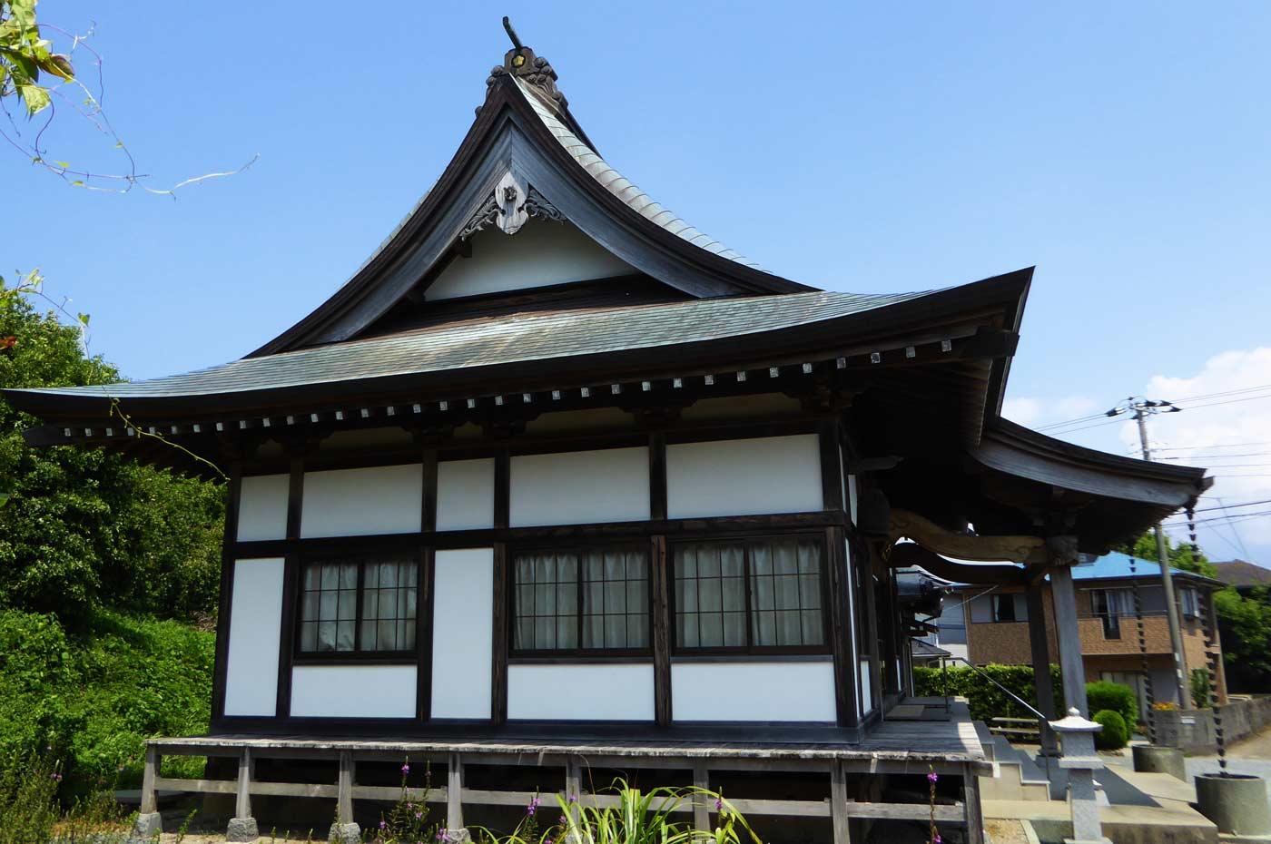 瀧山寺本堂を横から撮影