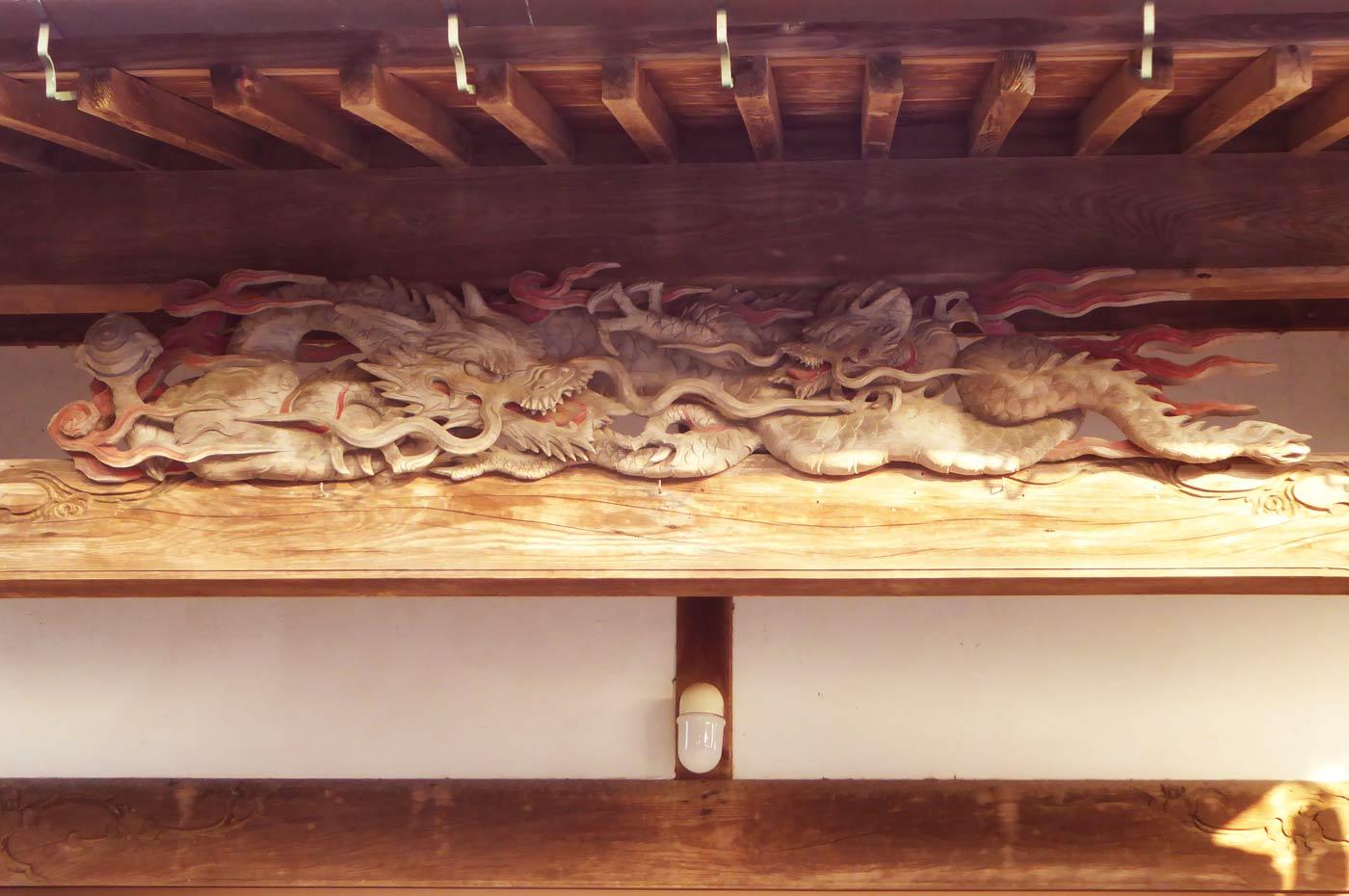 西光寺の龍の彫刻