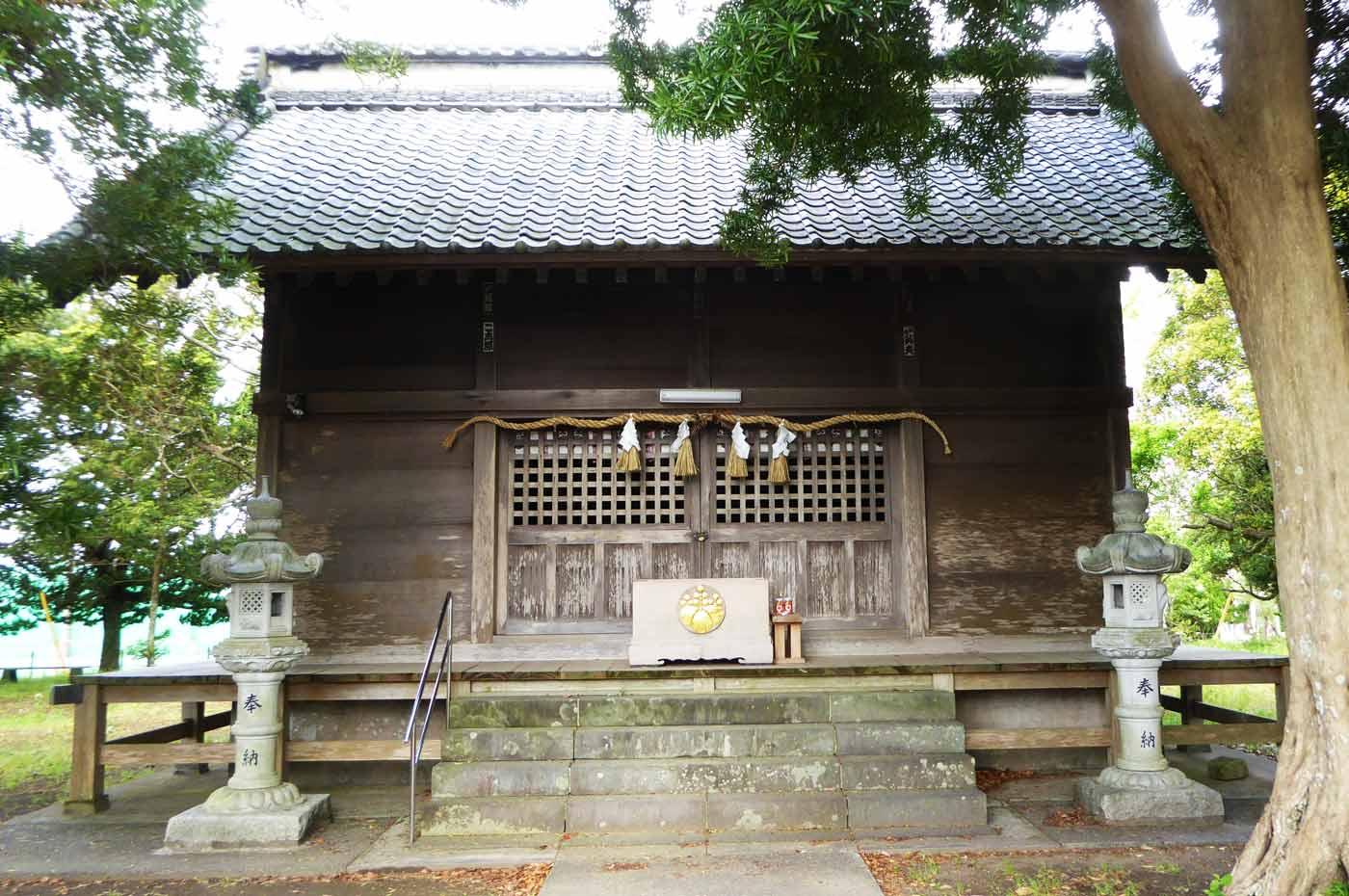 神明神社の拝殿の写真