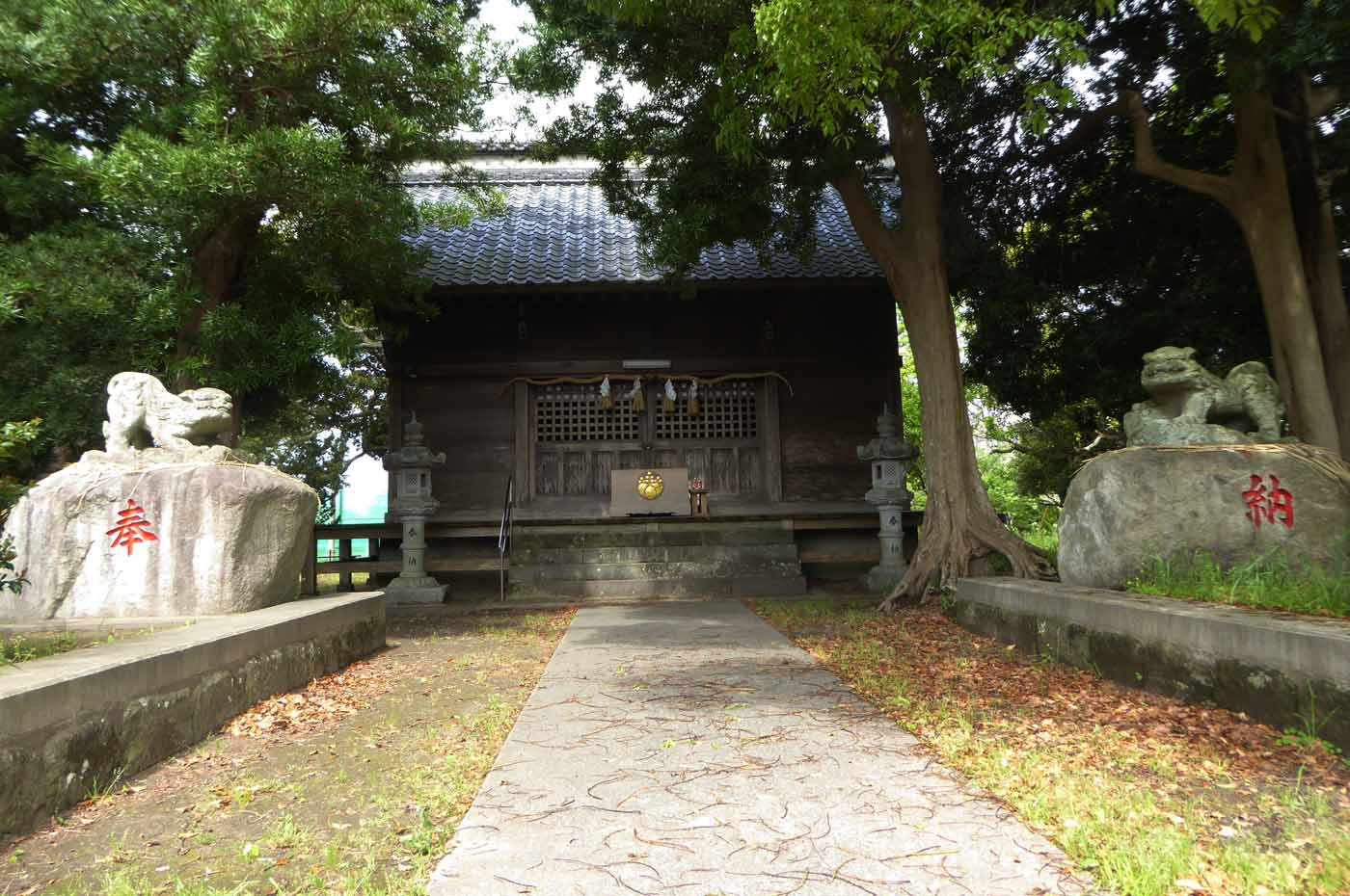 神明神社の拝殿