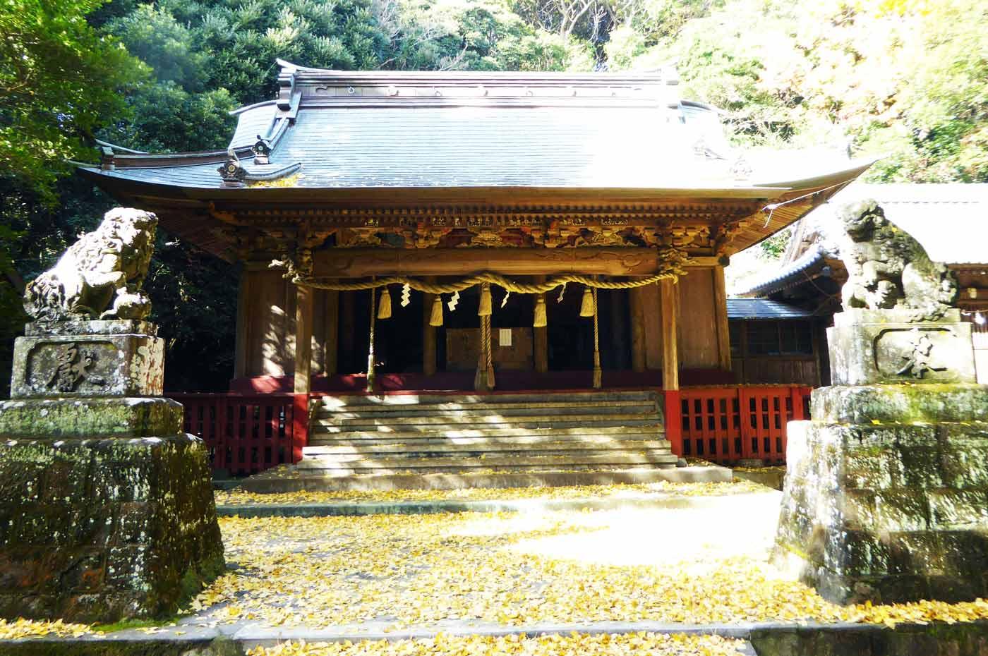 下立松原神社の拝殿