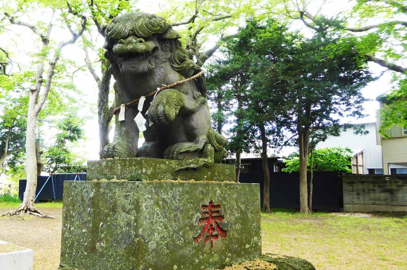 神明神社の狛犬(右)