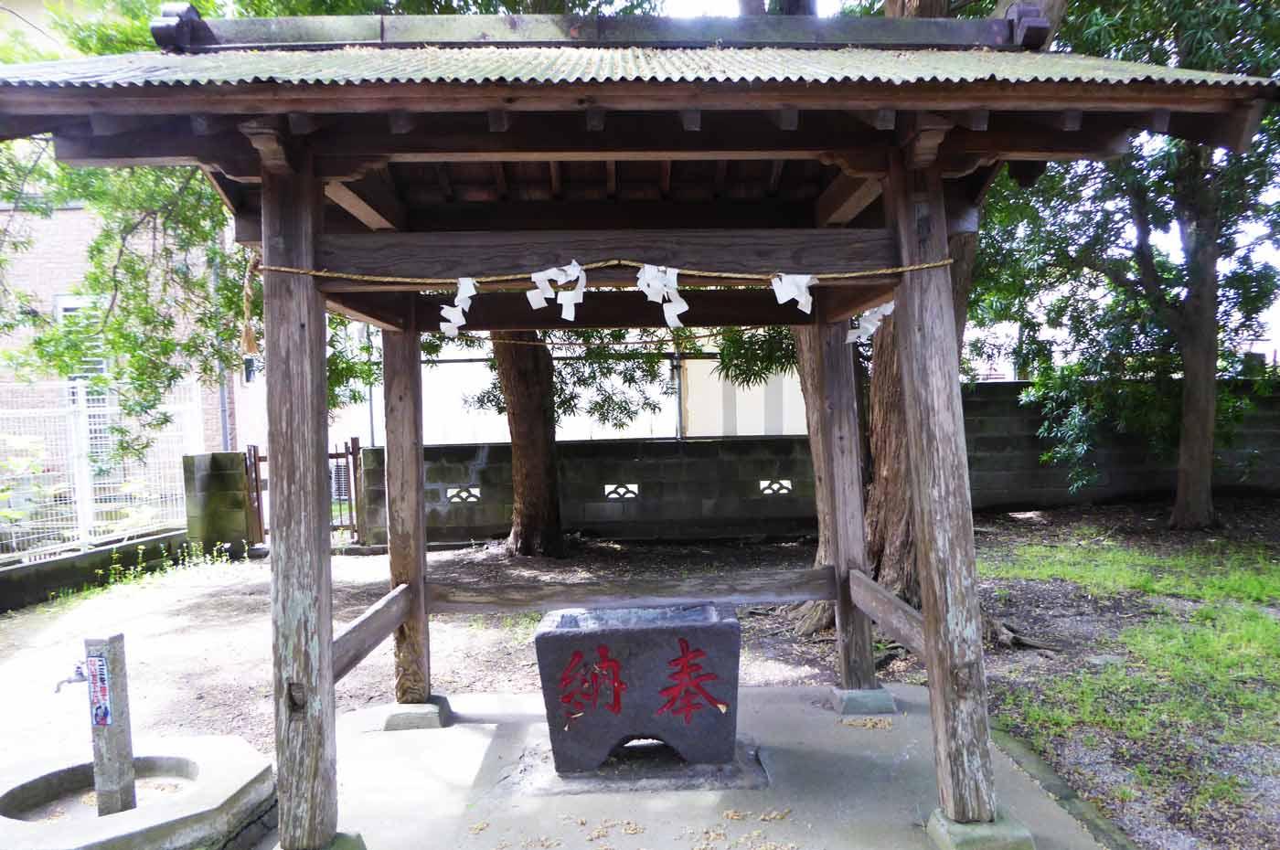 神明神社の手水舎