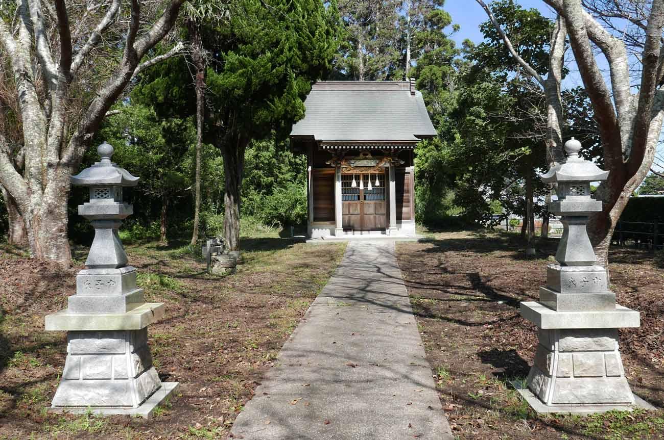 神明神社の常夜灯