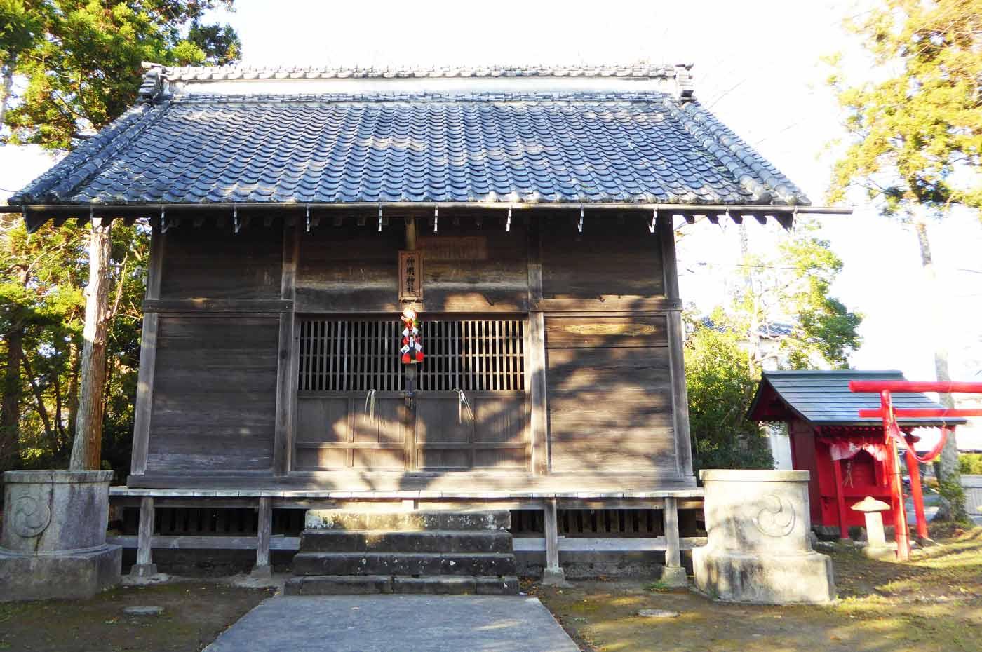 神明神社拝殿