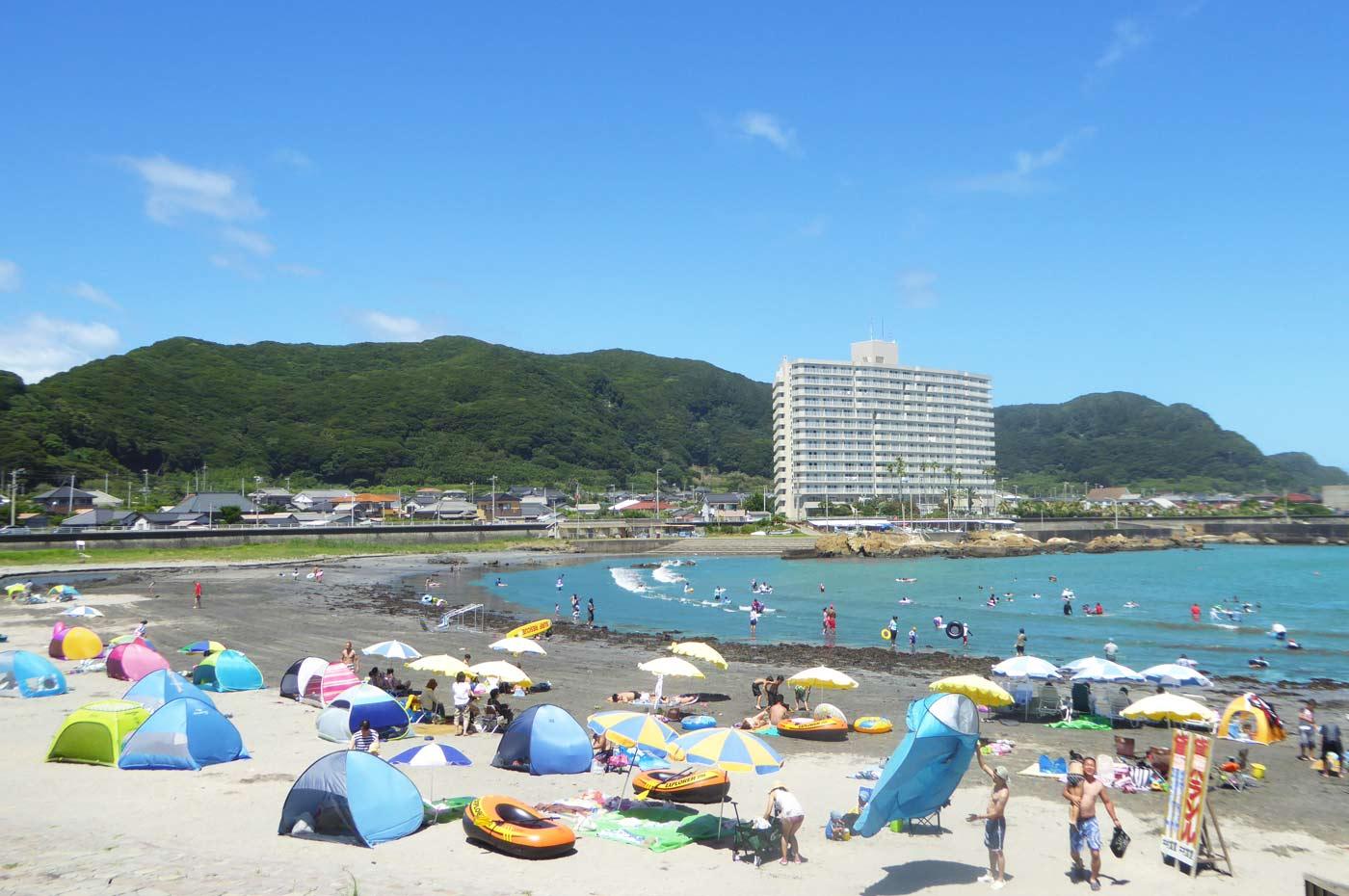 塩浦海水浴場中央の景色