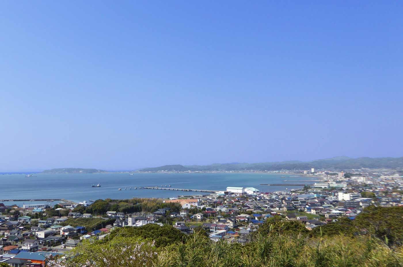 城山頂上から館山夕日桟橋を撮影