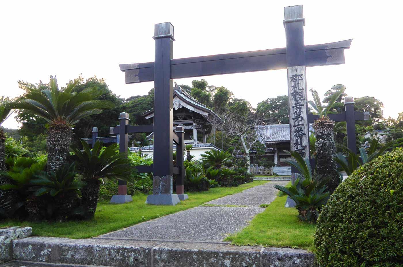 総持院の門