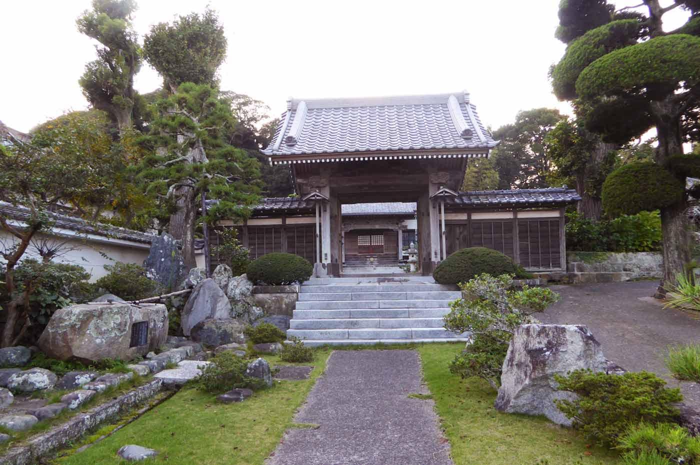 総持院の山門