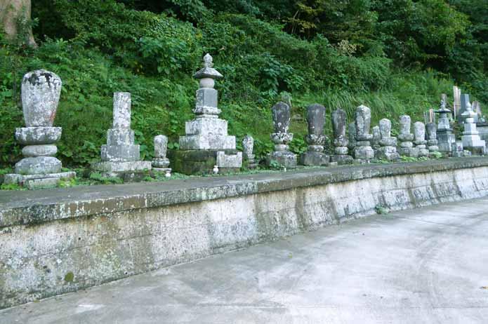 総持院の古い墓