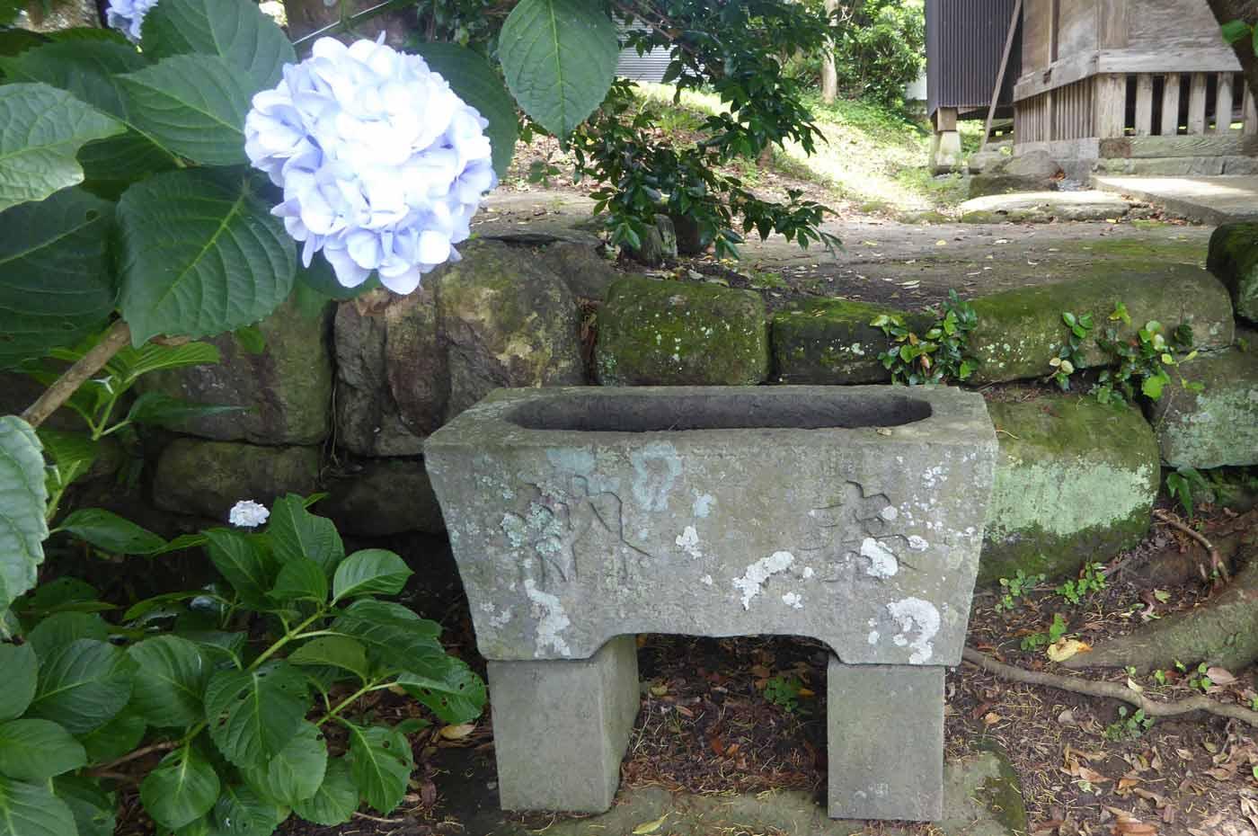 菅原神社の手水石