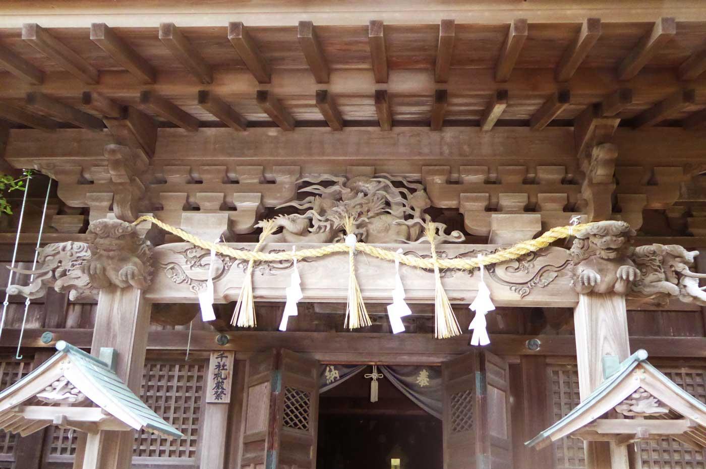 諏訪神社の龍と獅子の彫刻