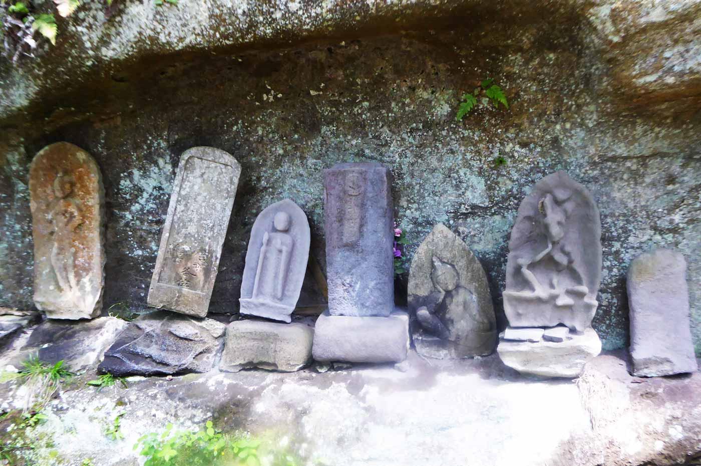 本堂裏の古いお墓1