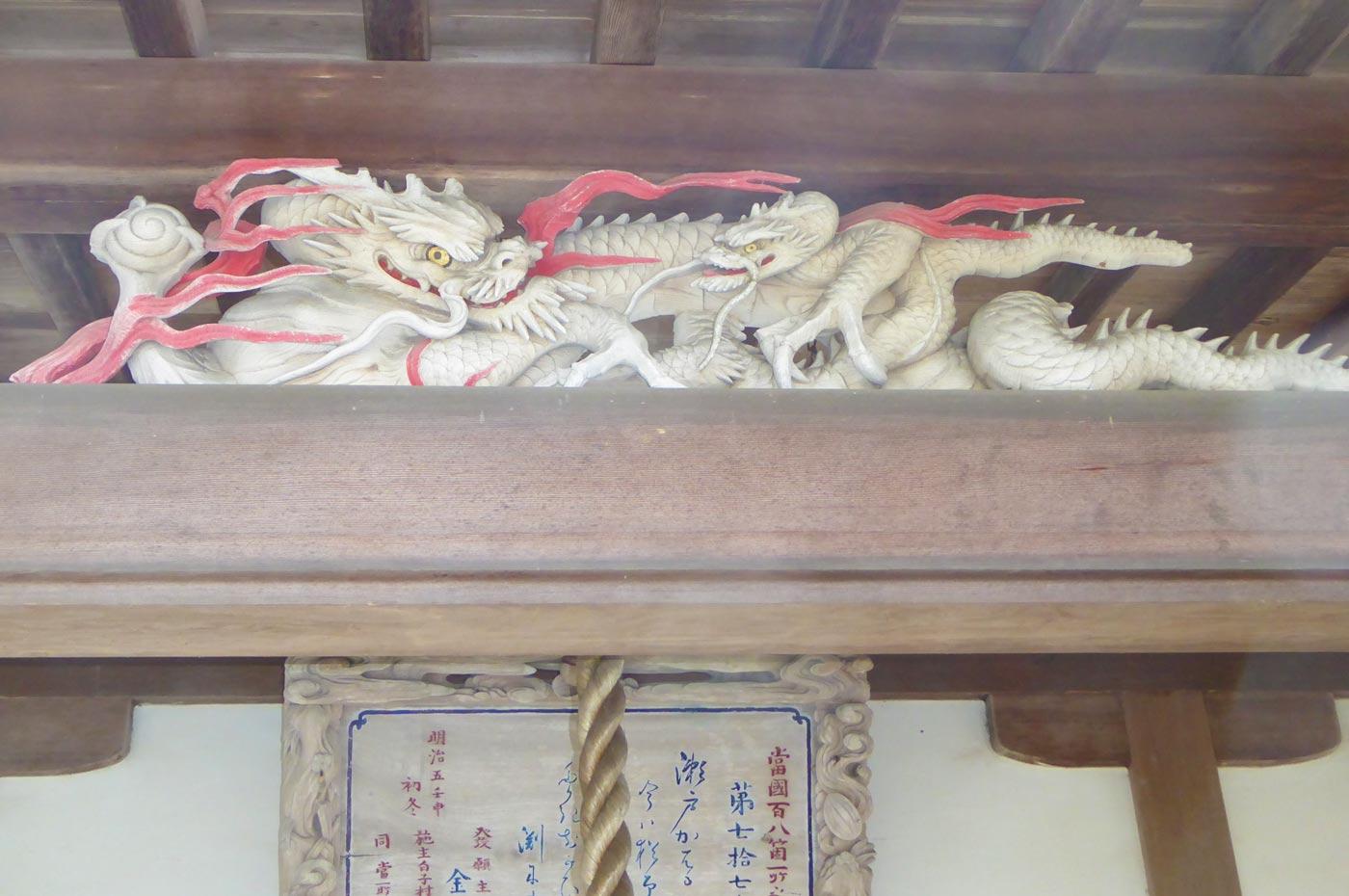 千体地蔵堂向拝の龍の彫刻