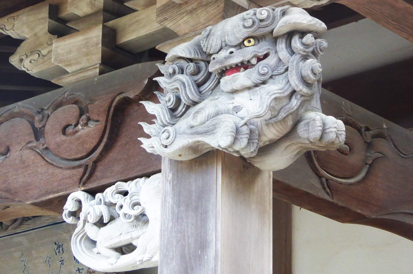 千体地蔵堂向拝の獅子の彫刻