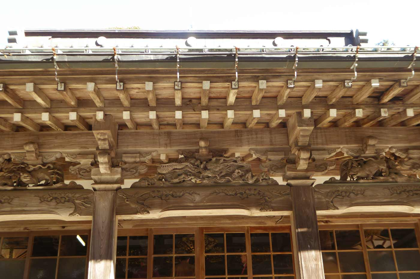 勝善寺本堂向拝の後藤義光の彫刻