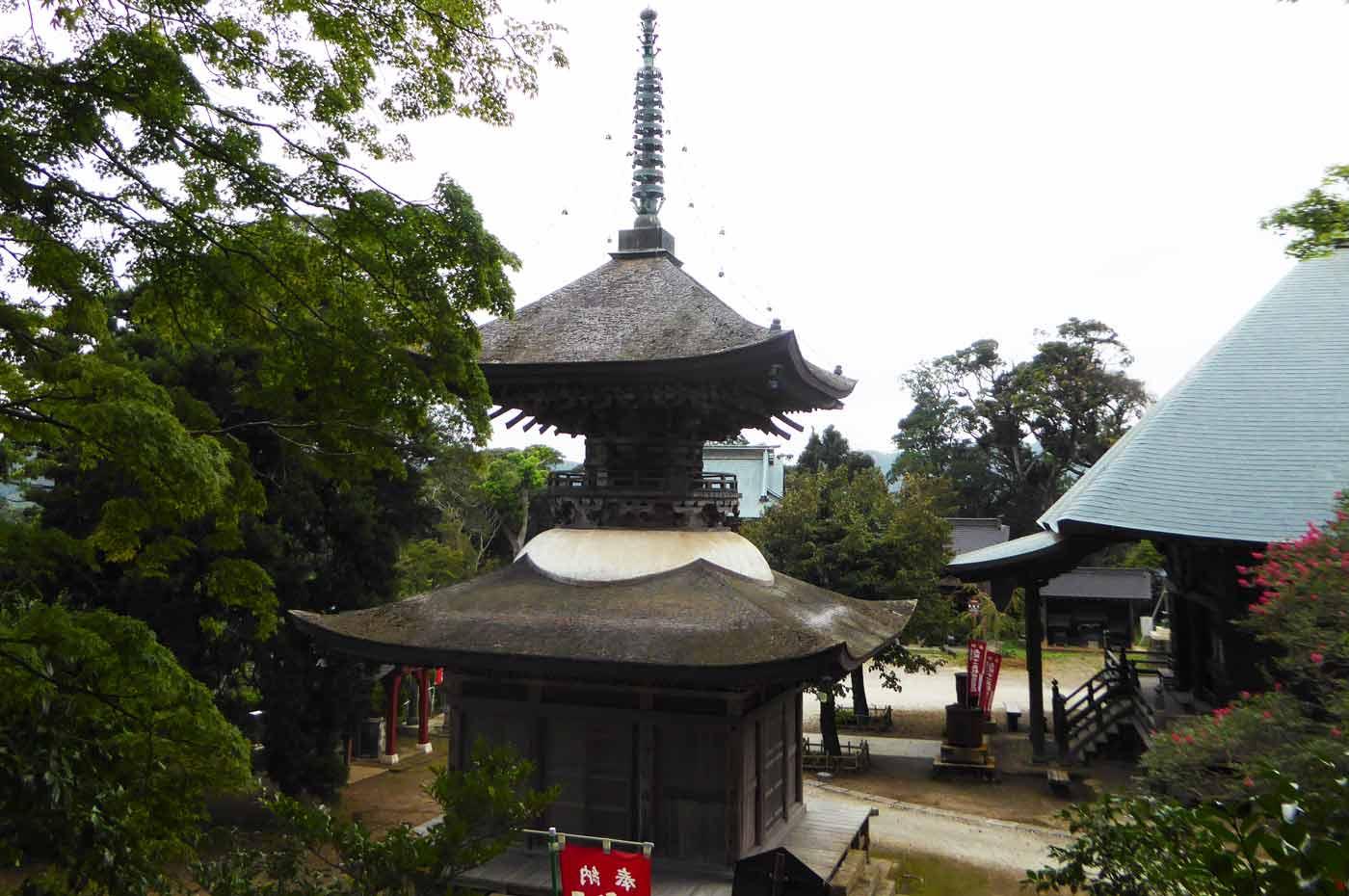 石堂寺の多宝塔