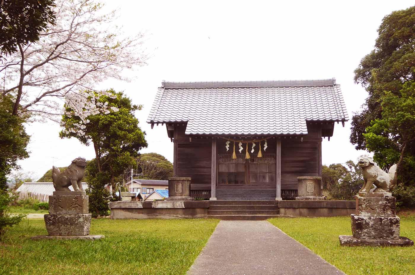 滝渕神社の境内