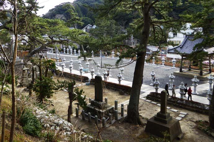 太田堂から見た境内
