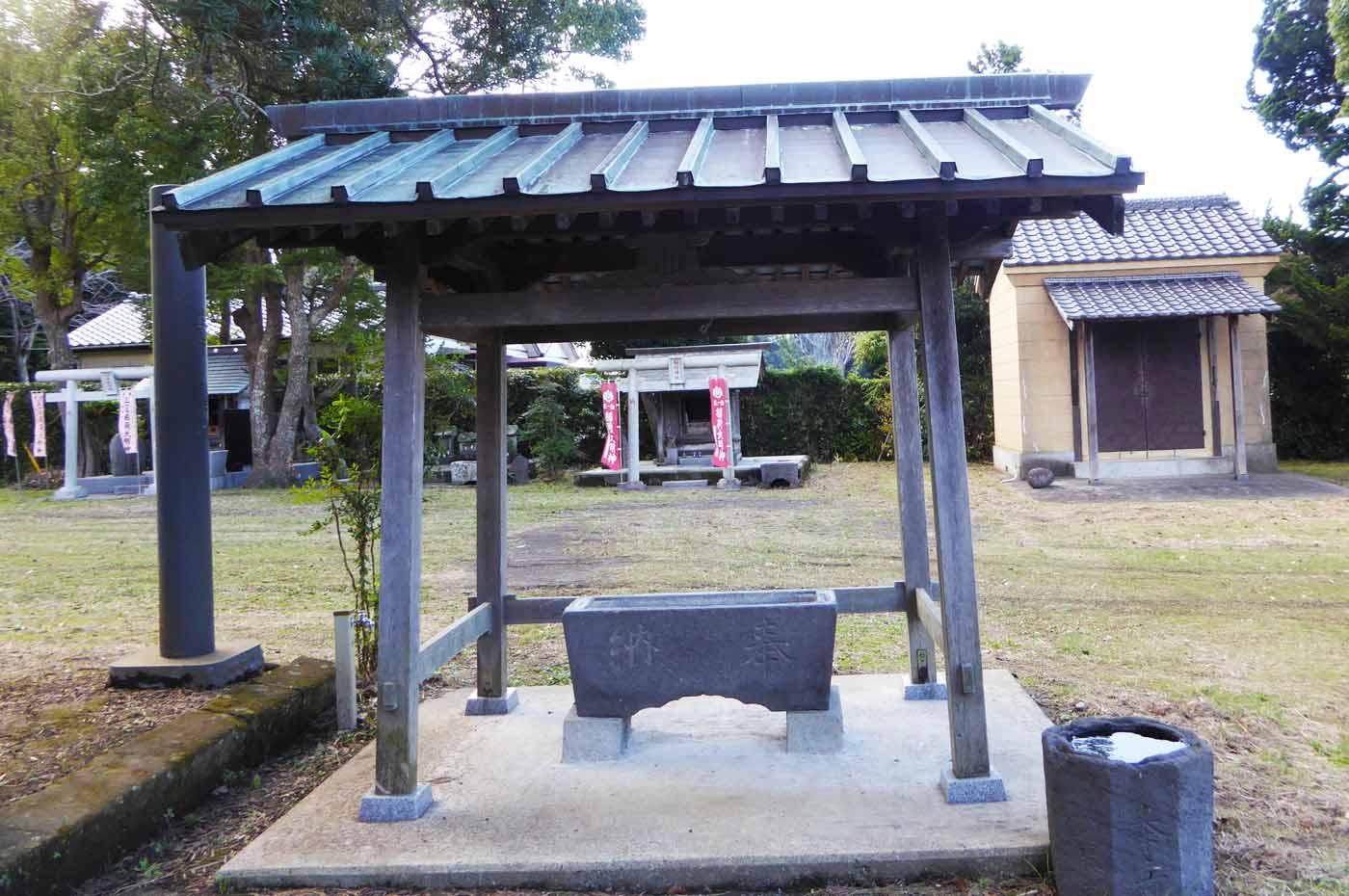 館山神社の手水舎の写真