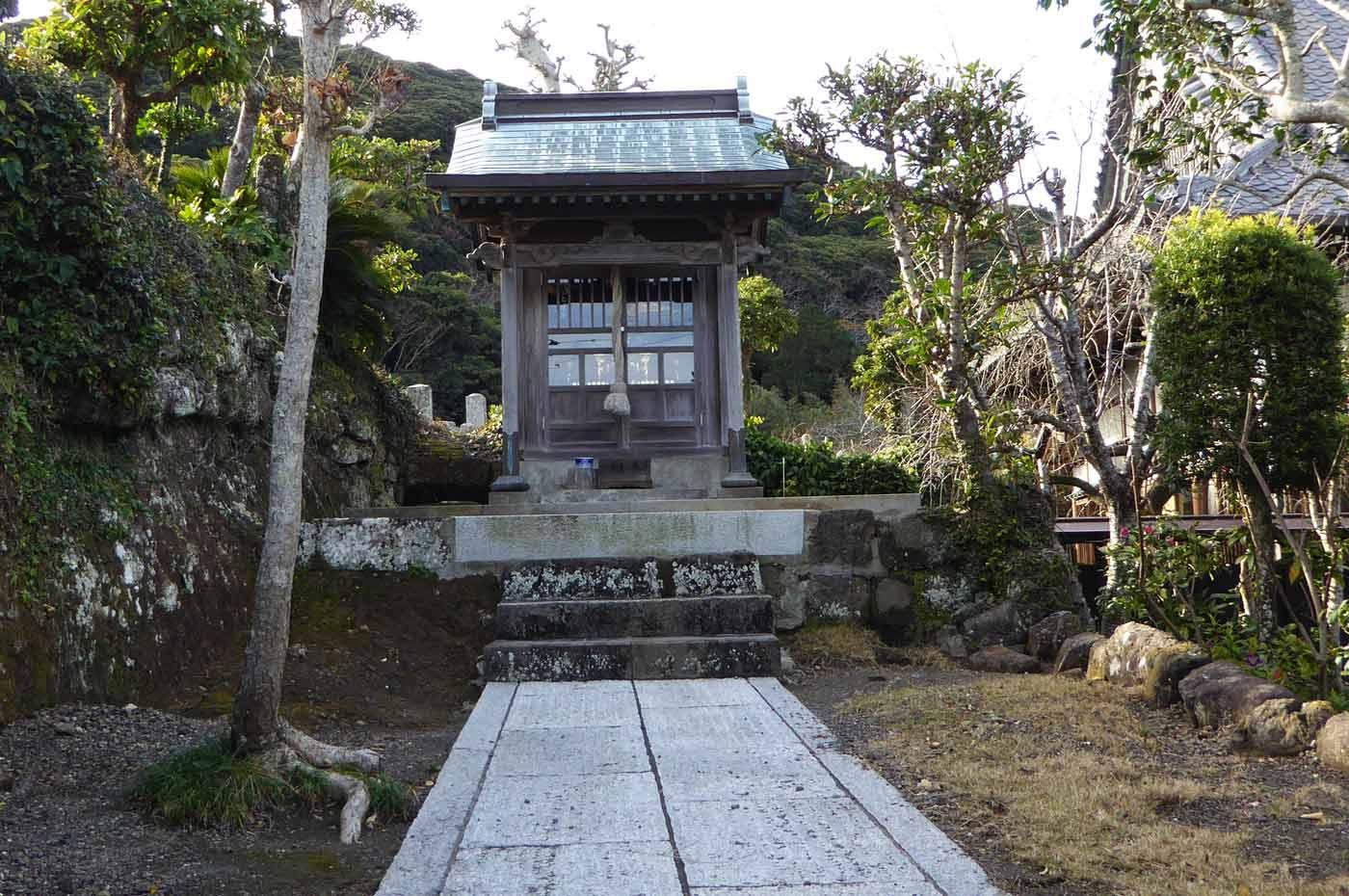 徳蔵院横の神社の写真