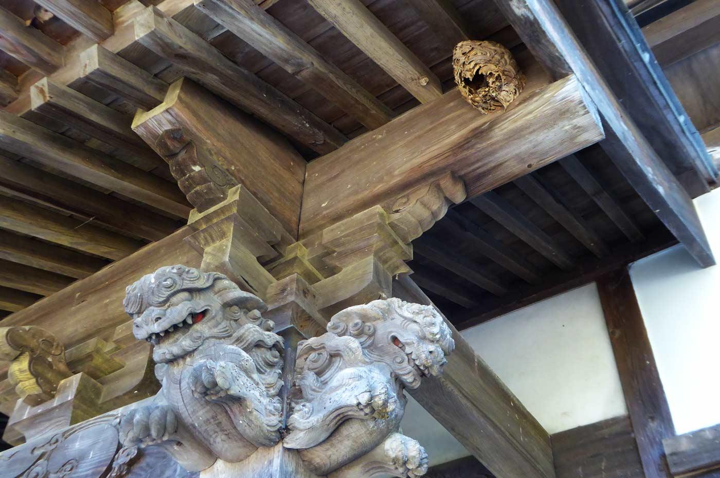 本堂向拝の木鼻(右)の画像