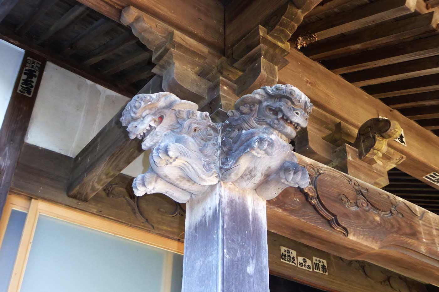 本堂向拝の木鼻(左)の画像
