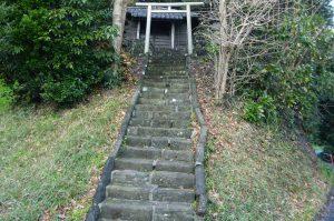 山の神神社拝殿への階段